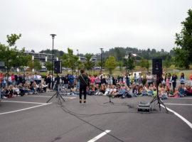 Minikonsert på skysstasjon med Daniel Kvammen